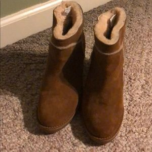 Woman Uggs Boots Tan Size 6.5